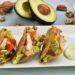 falsos tacos de pollo con aguacate mango y nueces