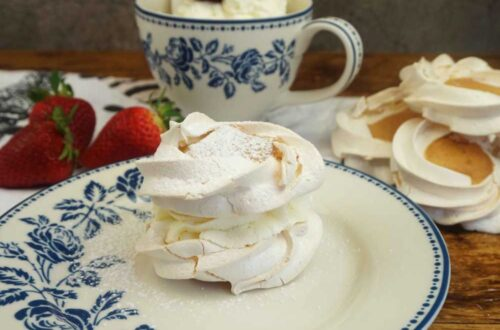 pastel de merengue y nata o cardenal de Lloseta