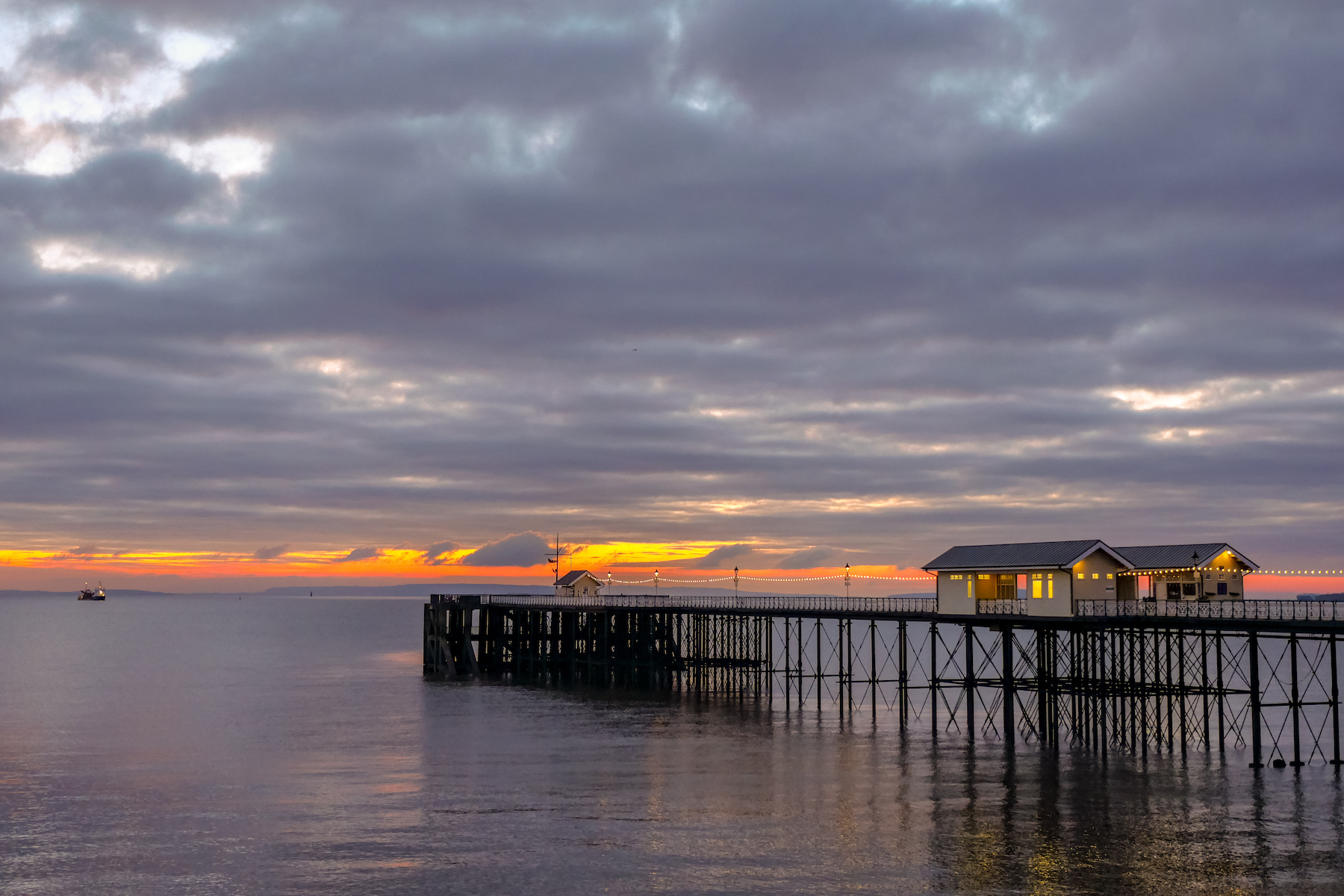 Sunrise at Penarth Pier Andy Kettlewell/ Pistyll Productions