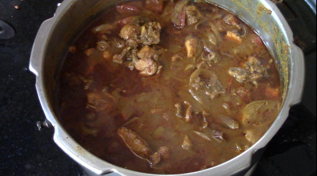 arachuvitta chicken curry