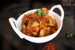 Kolhapuri Veg Tamda rassa recipe