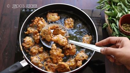 Drumstick flower fritters recipe   Murungai poo pakoda   Sajne Phooler Bada