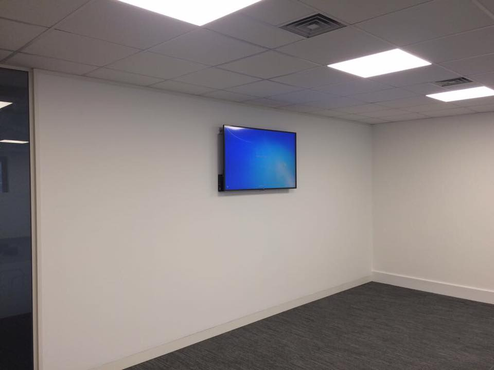 Screen with built in PC for Corporates