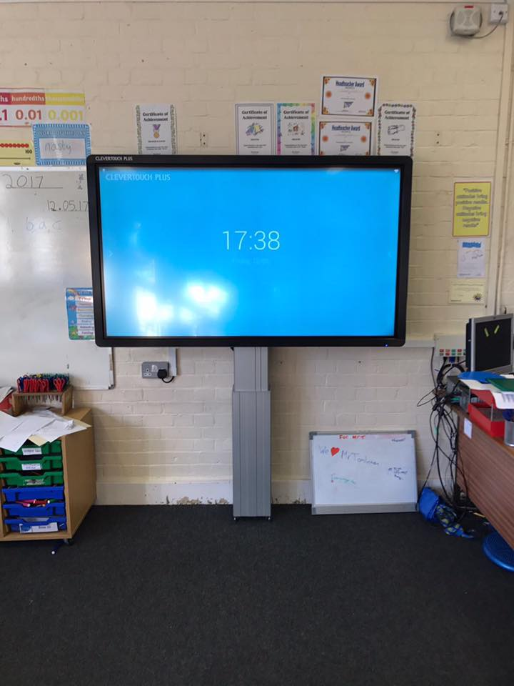 Touchscreen on electric height adjustable mount