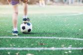 Playing football - Jugando al futbol
