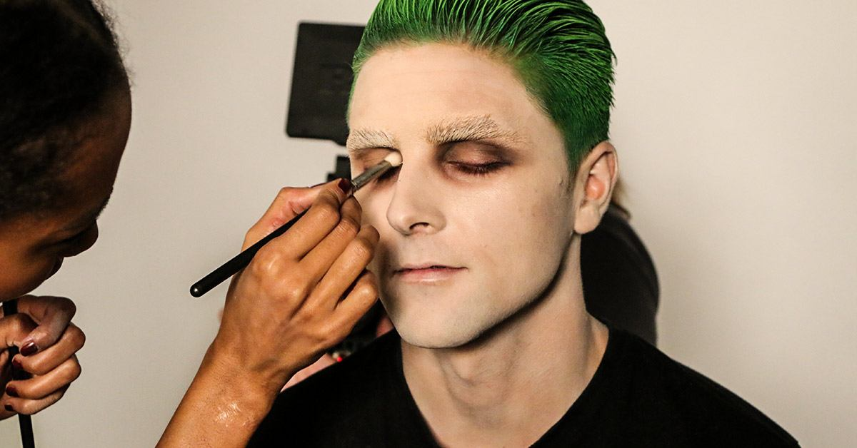 Working with the color of the eye lids