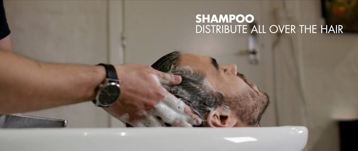 Distribute the shampoo in the hair