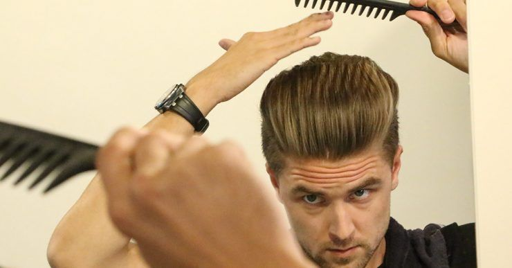 Styling men's hair with wide toothed comb