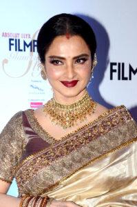 Rekha grace Filmfare Glamour Style Awards 2016 22 cropped