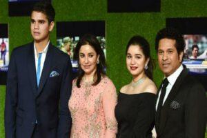 Sachin Tendulkar with his family resize 56