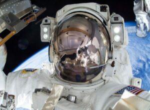 ISS 42 EVA 3 j Terry Virts 1024x680 resize 66