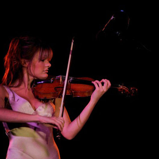 A photo of Scottish classical violinist Nicola Benedetti playing as part of the Johnnie Walker Championship