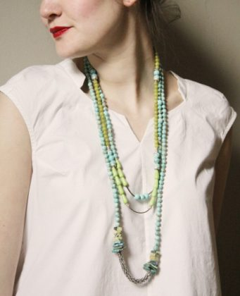 Long artificial necklace