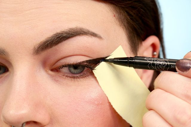 5 top trending eyeliner hacks you need to try this summer