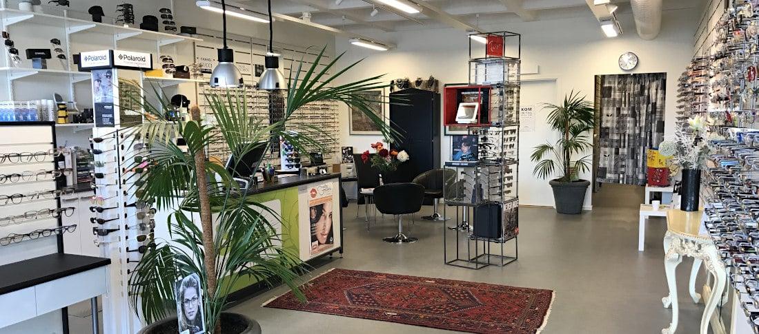 Selmas optik sett från insidan av butiken