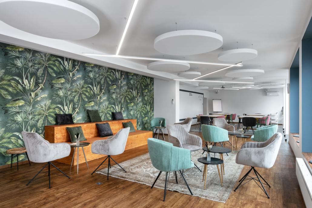 Bild vom großen Workshopraum im DAS ZOLLERN Untere Stadt mit Coffee Table Bestuhlung