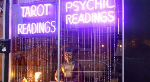 psychic reading vs tarot reading