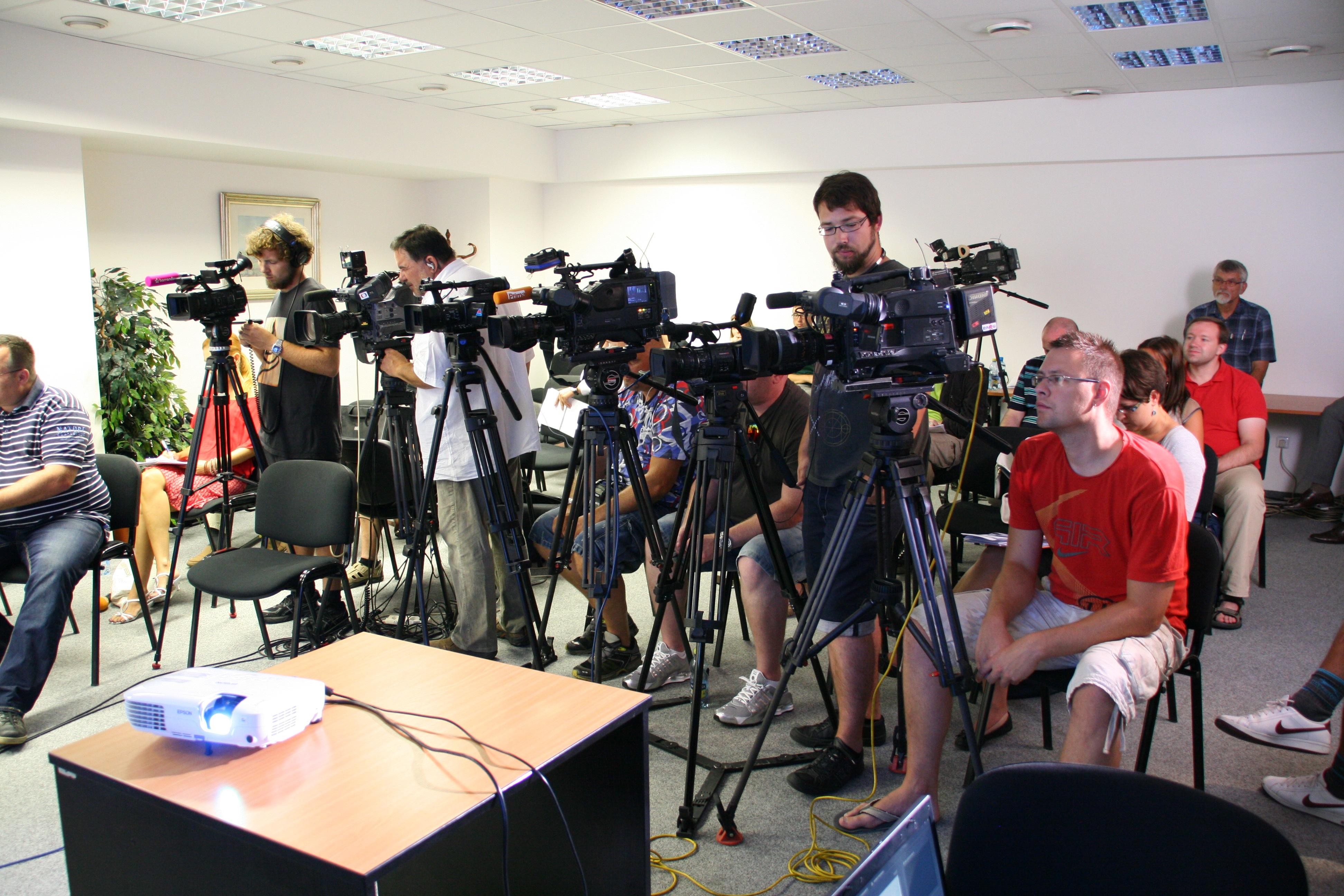 Press Conferences - image press-conference-1166343 on https://4kfreelance.com