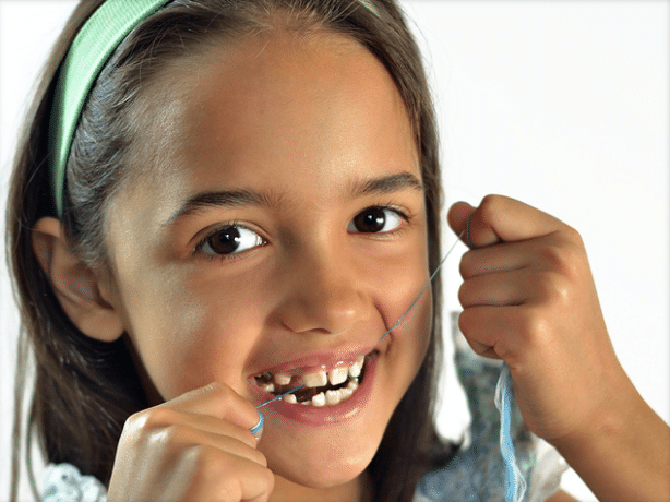 kids flossing teeth