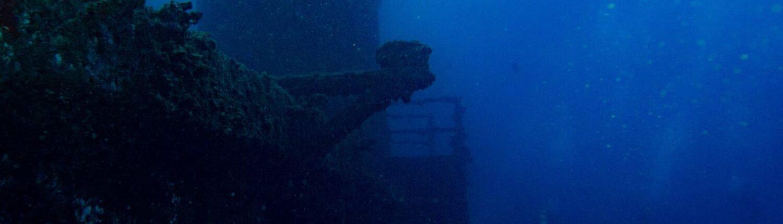 HMAS Brisbane diving