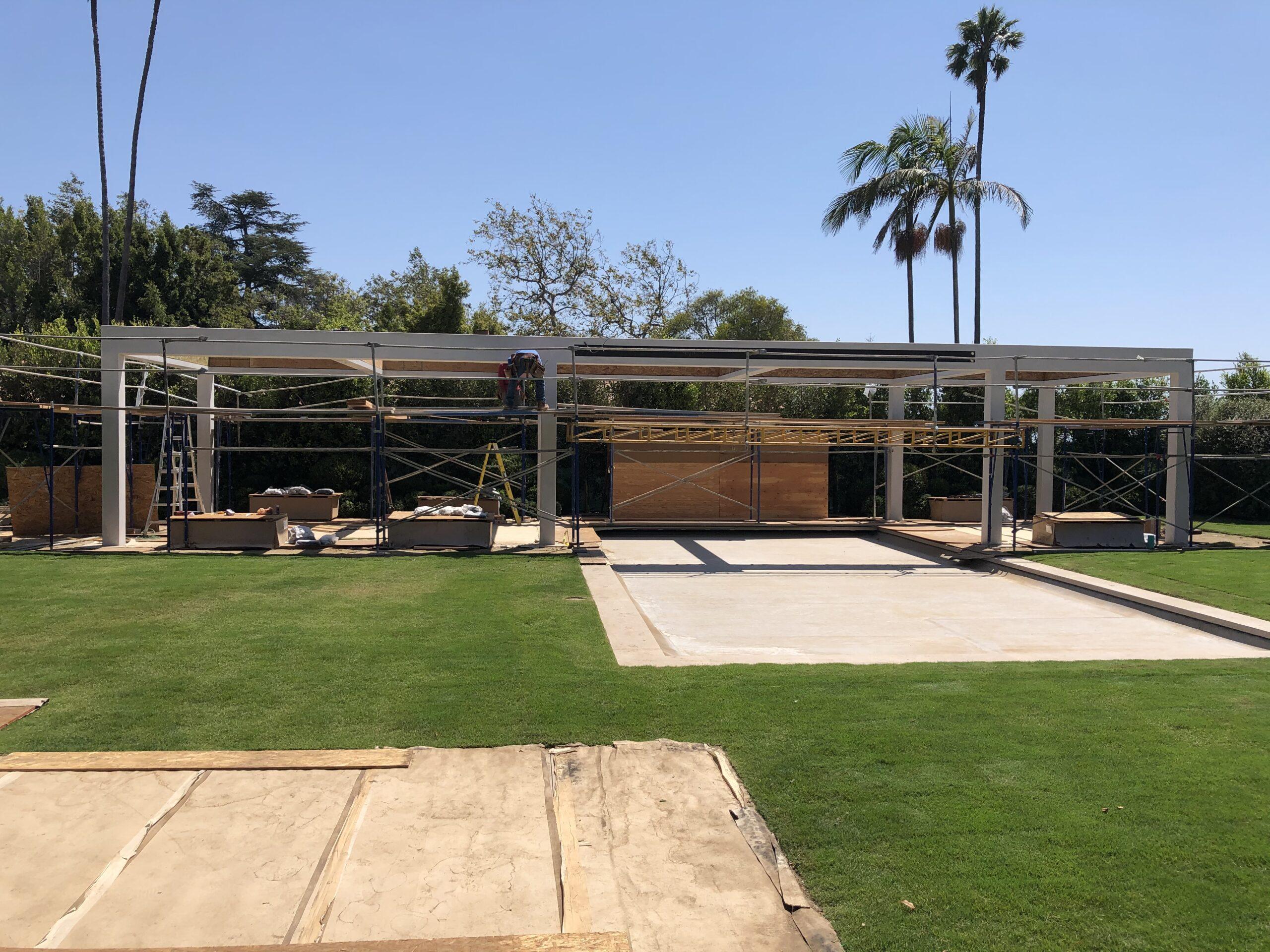 Villa Rockingham - Patio with five large slat louvers system