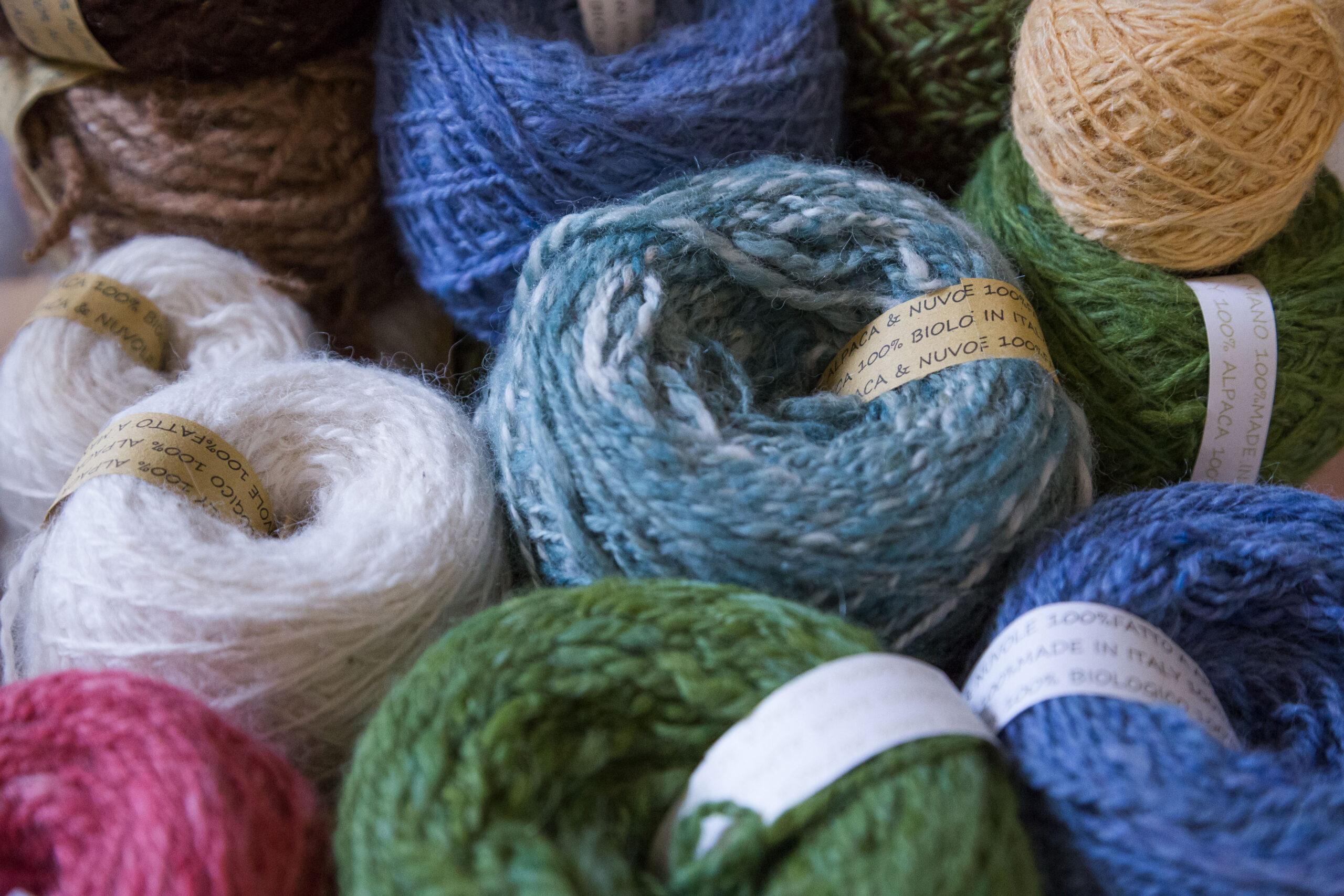 Più lana che tempo: storia di un gomitolo di fibra di alpaca