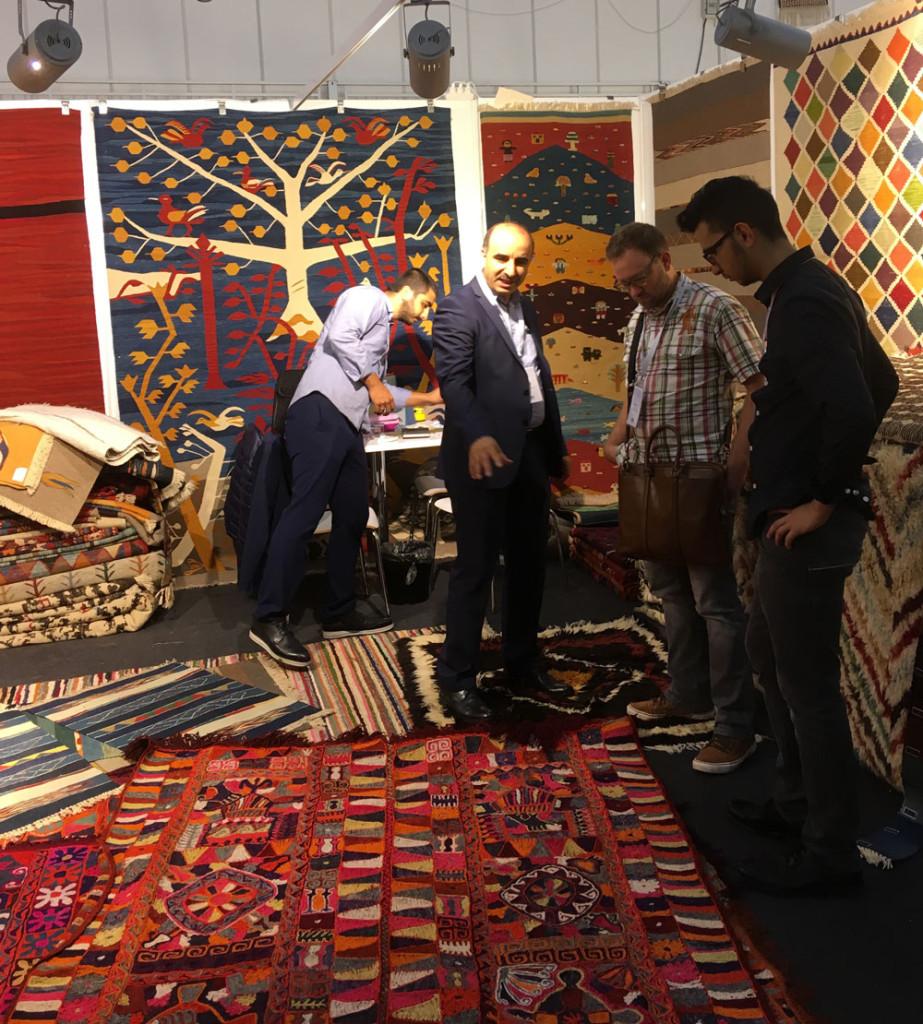 Gökkuşaği Hali Kılım stand at Istanbul Rug Show