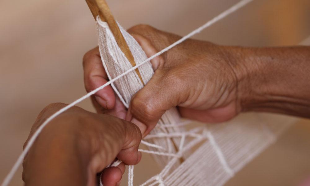 Hammock weaver from Yucatán, México. Photos by @marcellaechavarria