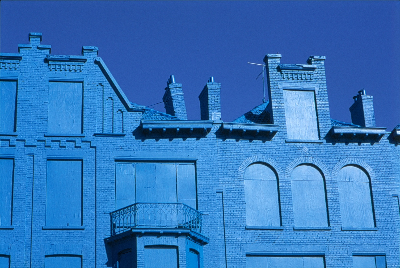 Beukelsblauw in Rotterdam by Florentijn Hofman
