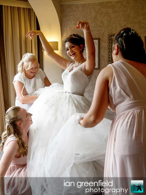 bride getting ready, Wedding Photographs taken at Aldwark Manor, Yorkshire professional wedding photographer, aldwark manor photographer, york, ian greenfield photography