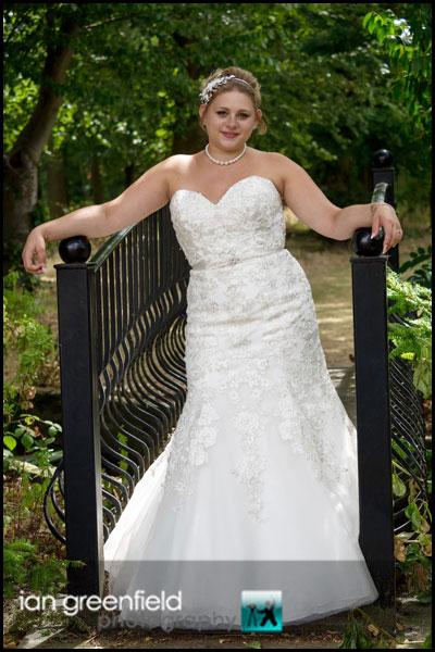 mount pleasant hotel doncaster bride posing
