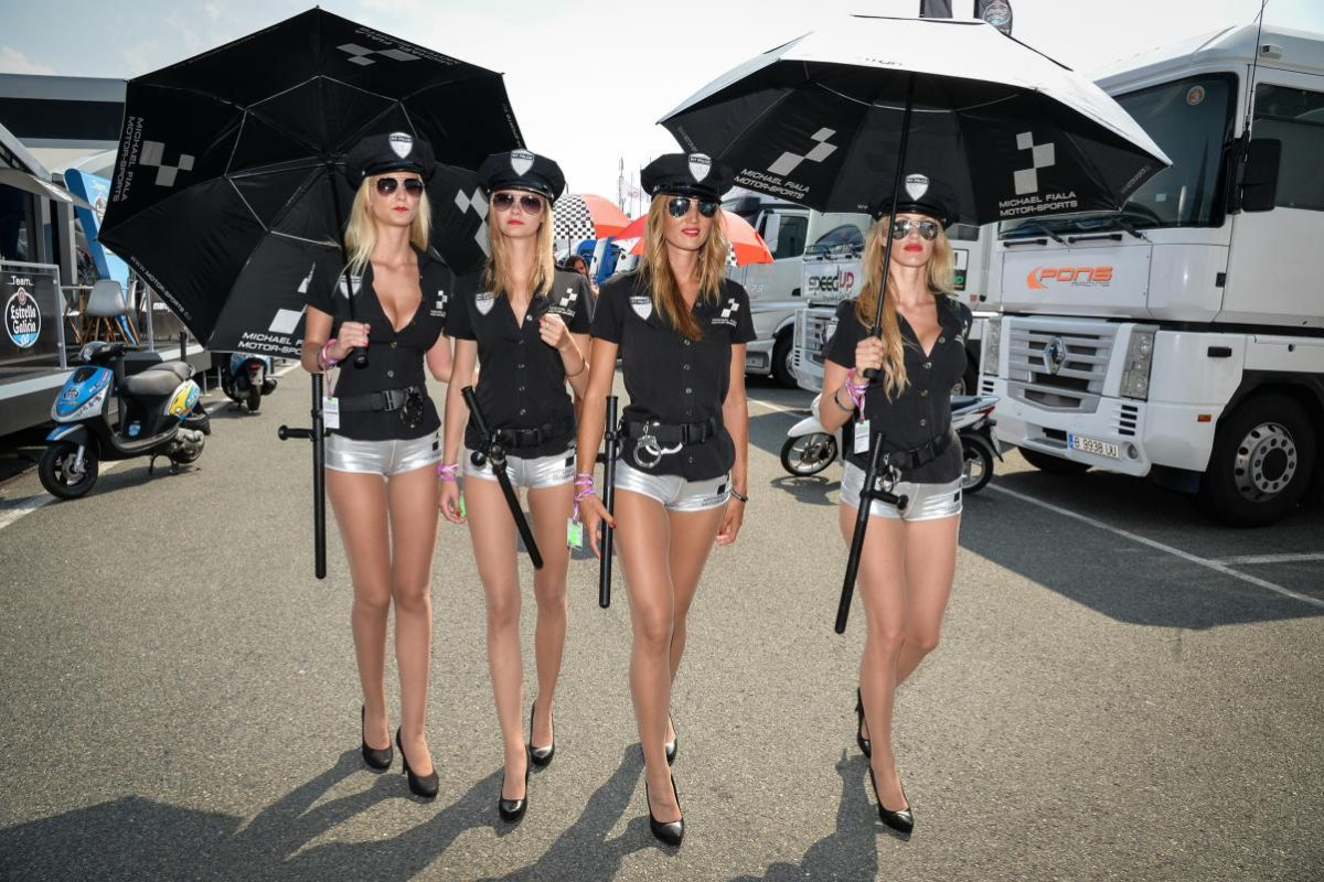 What A Shame No More Grid Girls In F1 Here S Our Tribute To Them My Car Heaven