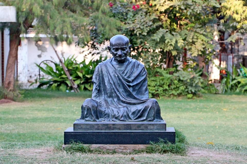 Statue-ofGandhi-Sabarmati-Ashram