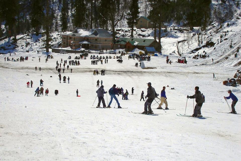 Skiing Manali