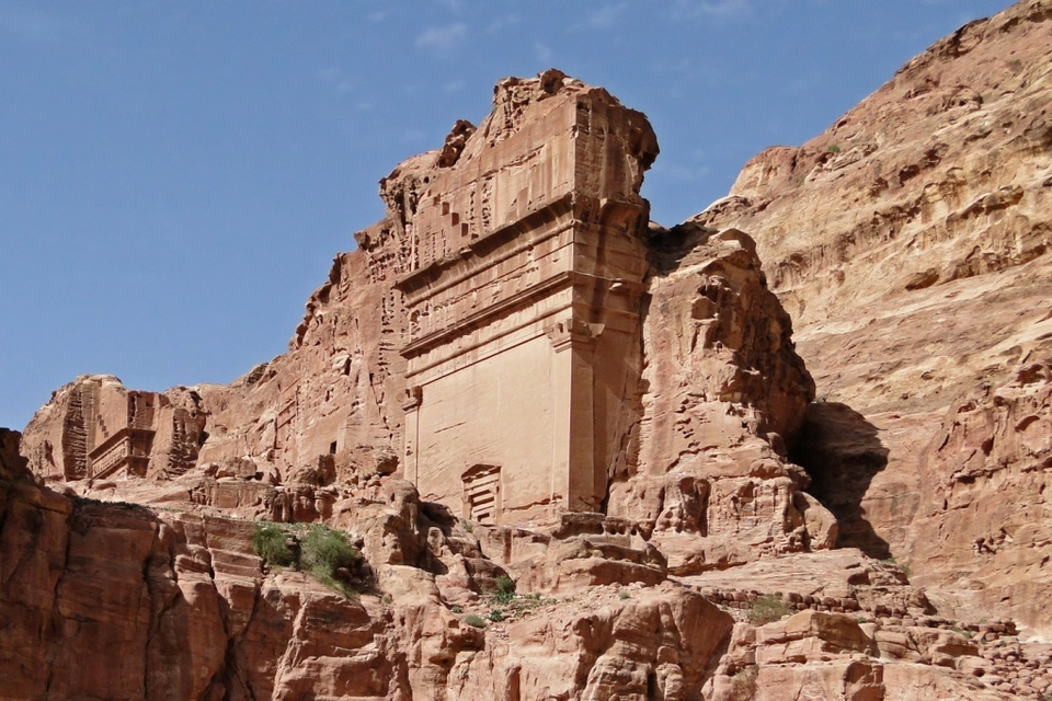 Uneishu Tomb, Petra