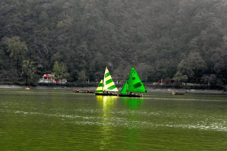 Yachts Naini Lake