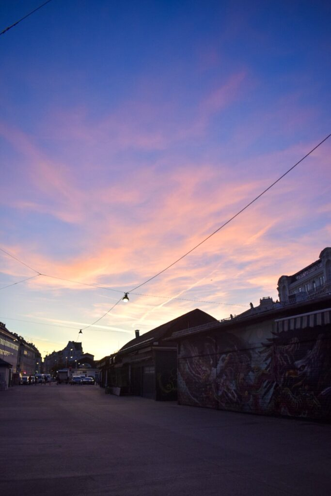 A pink sunset in nashmarkt, Vienna.