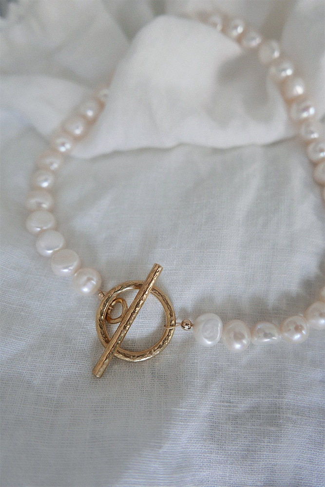 natural white freshwater pearl necklace with yellow gold finish toggle clasp