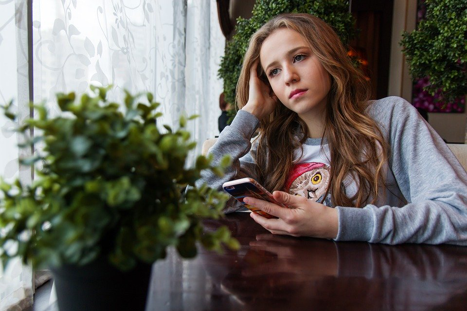 3 Signs That Your Teenager Struggles with Anxiety
