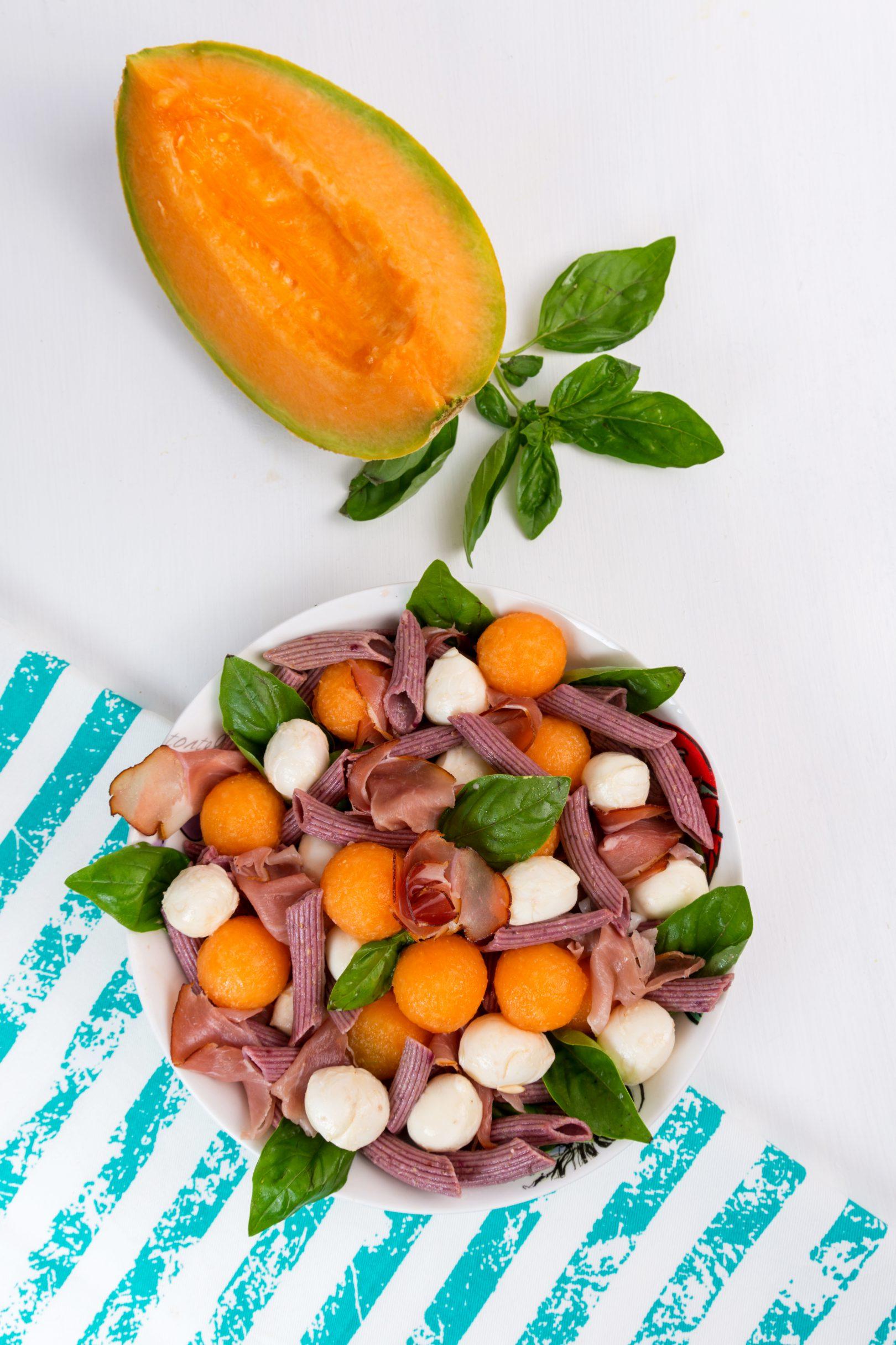 Paste cu pepene galben, prosciutto și mozzarella