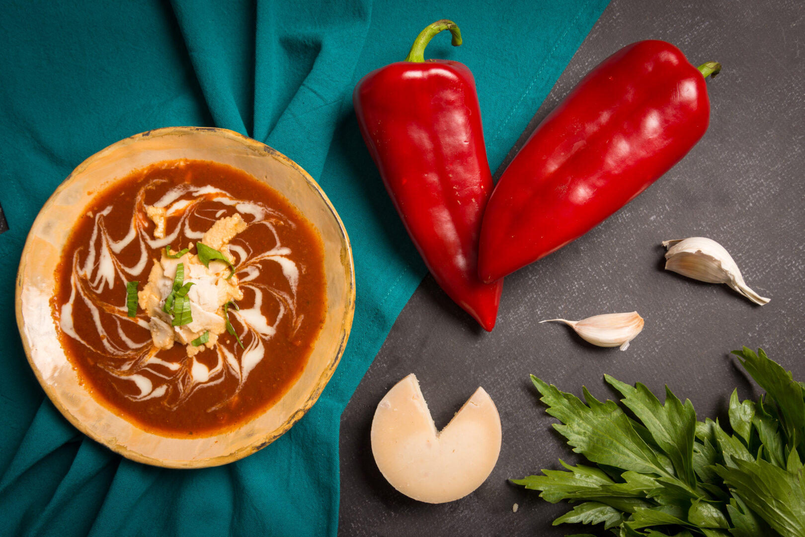 Supă cremă de ardei copt cu brânză și leuștean
