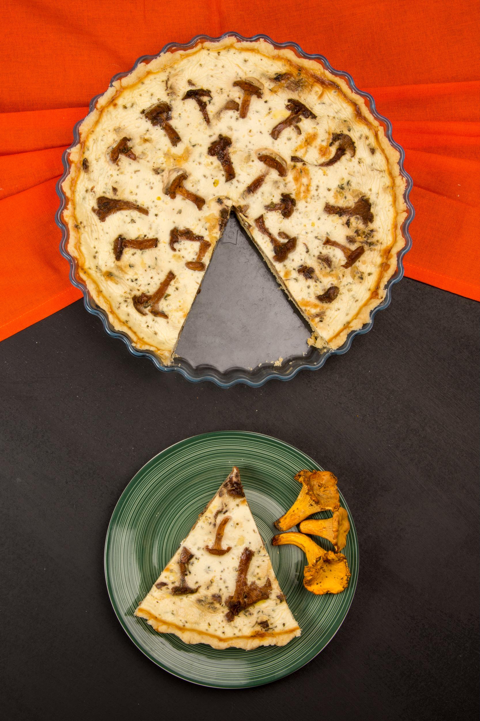 Tartă cu gălbiori, brânză și ceapă caramelizată