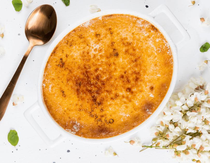Crème brulée cu flori de salcâm