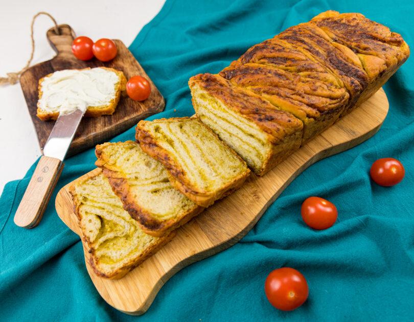 Pâine împletită cu pesto de busuioc