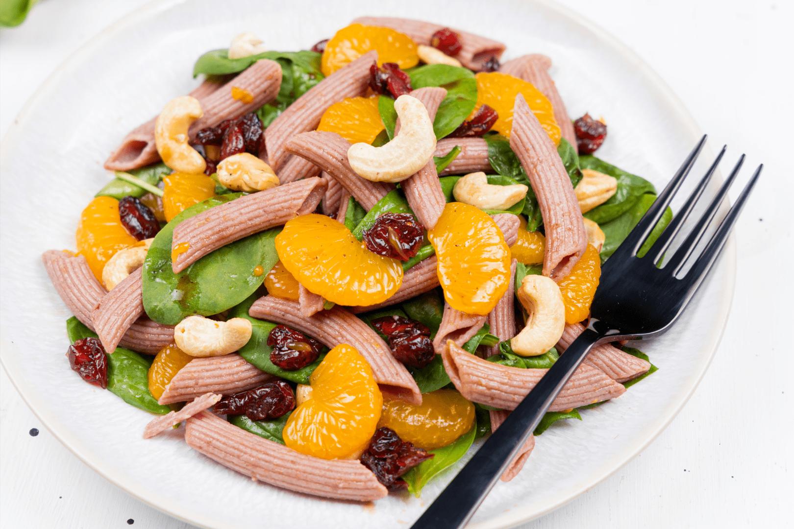 Salată de paste cu spanac și mandarine