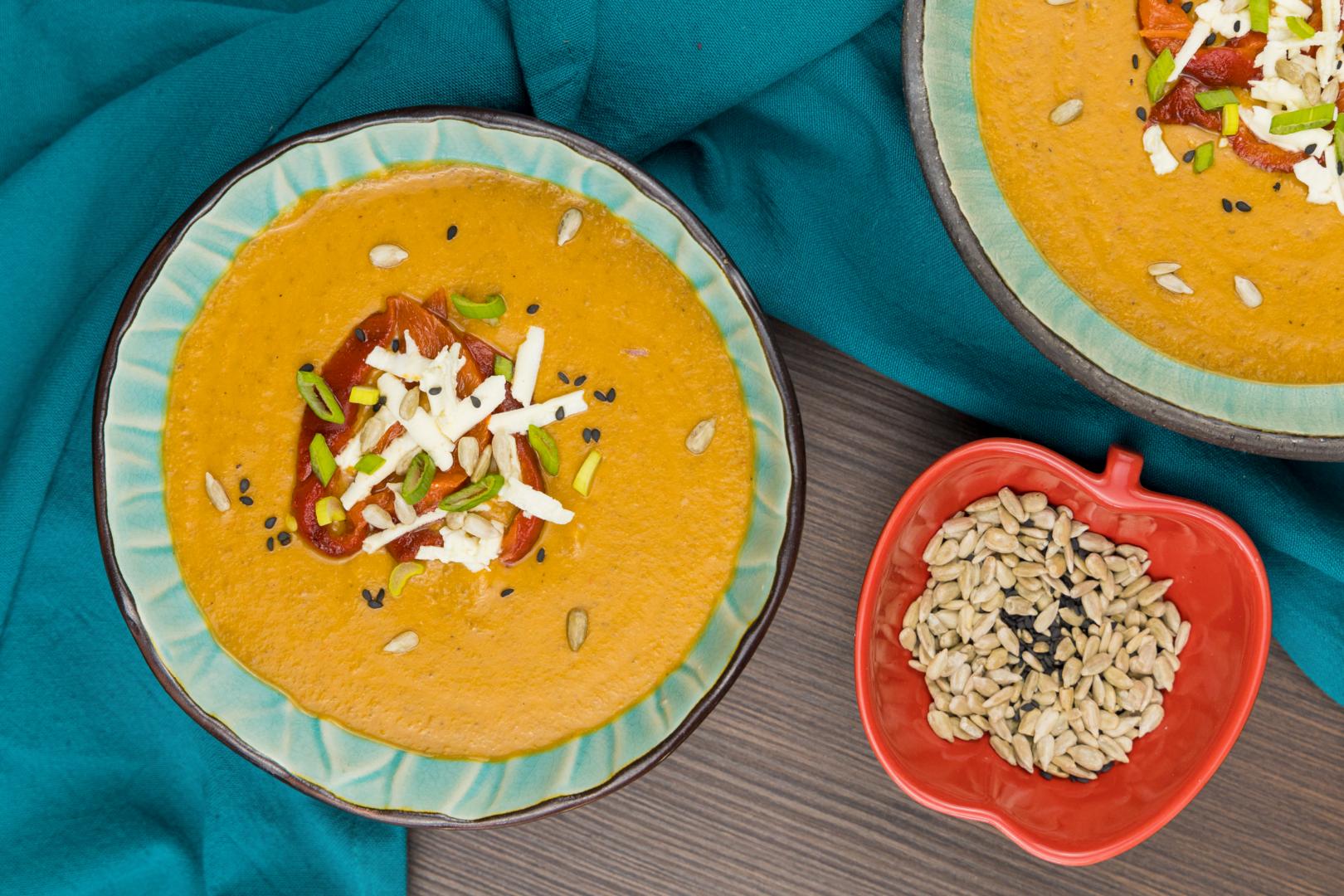 Supă cremă de linte roșie și ardei copt