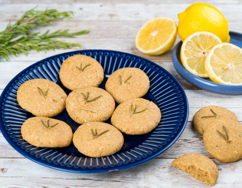 Biscuiți cu lămâie și rozmarin (fără gluten, ouă și lactoză)