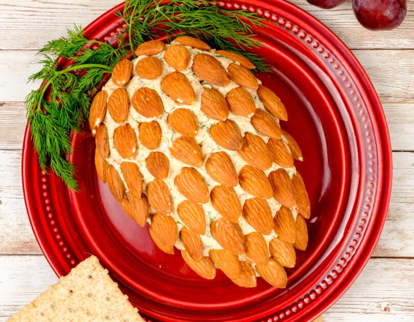 Con de brânză cu verdețuri și migdale