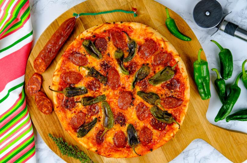 Pizza spaniolă cu pimentos de Padrón