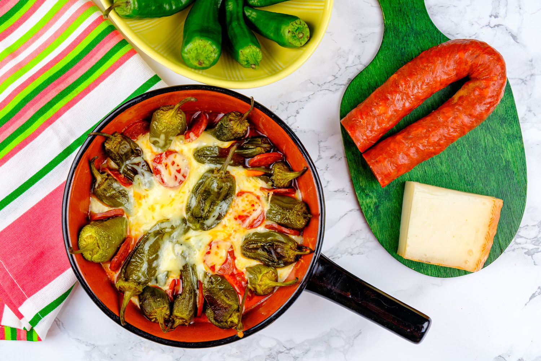 Pimientos de padron în sos de brânză